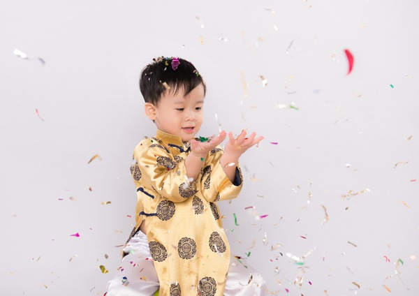 child new year confetti