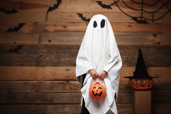 kid-in-ghost-costume