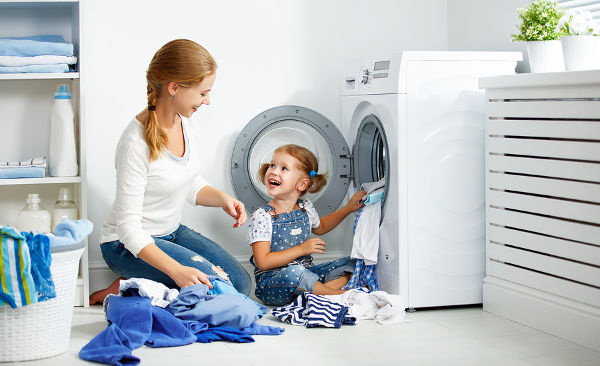 mother-and-daughter-doing-laundry