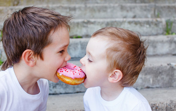 two-boys-sharing-a-donut