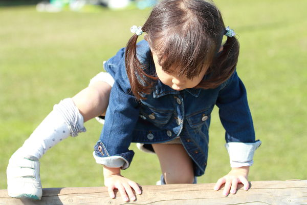 Japanese girl (3 years old) playing at outdoor obstacle course