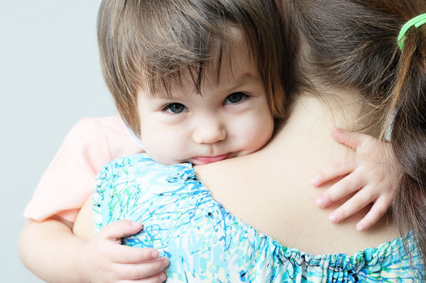 toddler-hugging-mother