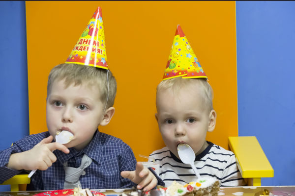 children eating at birthday party