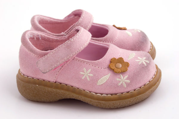 a set pink baby shoes