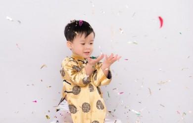 child new year confetti